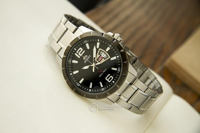 Review đồng hồ Orient FUG1X001B9: Dây đeo kim loại bền bỉ-2