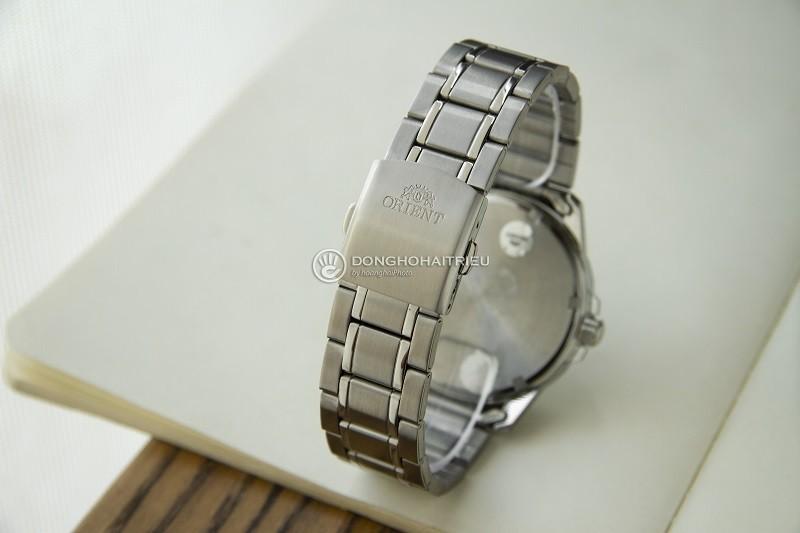 Review đồng hồ Orient FUG1X001B9: Dây đeo kim loại bền bỉ-3