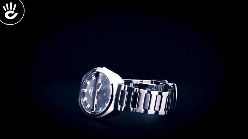 Review đồng hồ Orient FUG1U003B9: Khối kim loại sang trọng-3