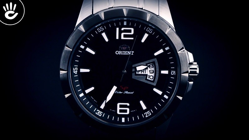 Review đồng hồ Orient FUG1X001B9: Dây đeo kim loại bền bỉ-5