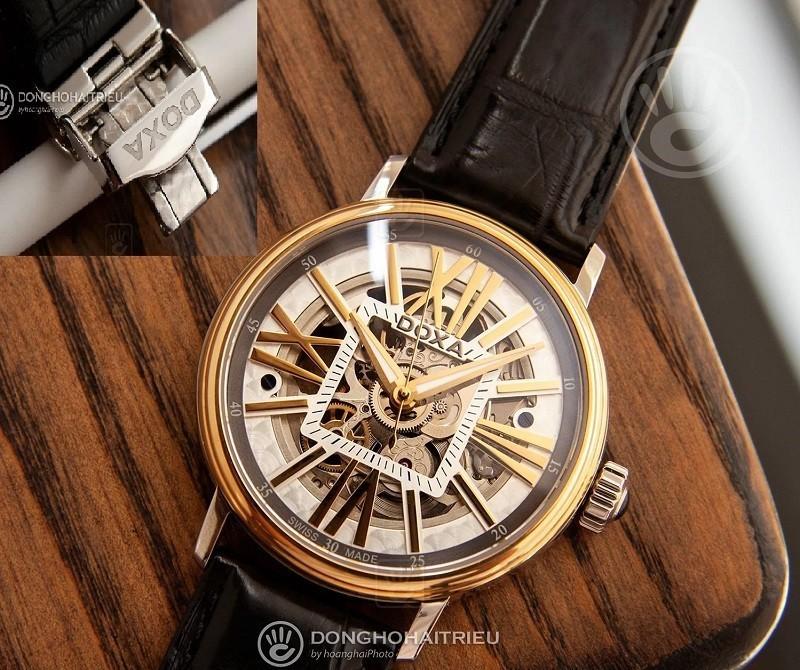 Dây da đồng hồ khóa bướm 2 gấp của chiếc đồng hồ Doxa