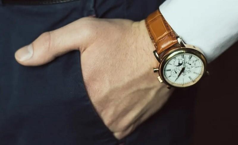 Sử dụng khóa dây đồng hồ phù hợp sẽ giúp đồng hồ vừa tay