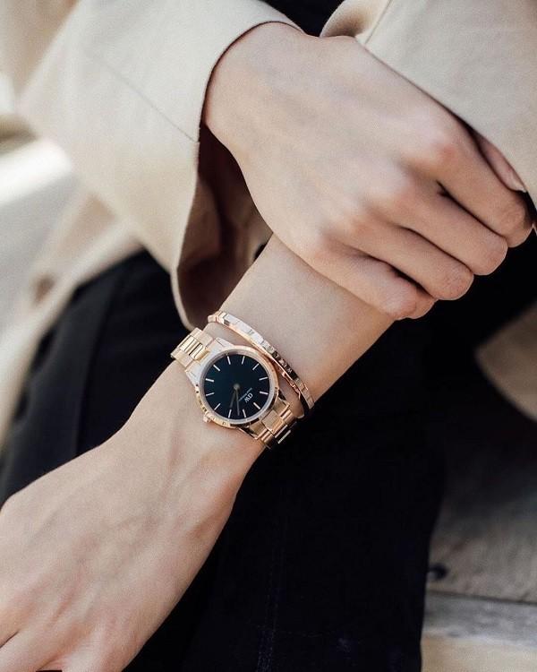 Đồng hồ DW xách ta có phải hàng thật không? Cách phân biệt là gì?
