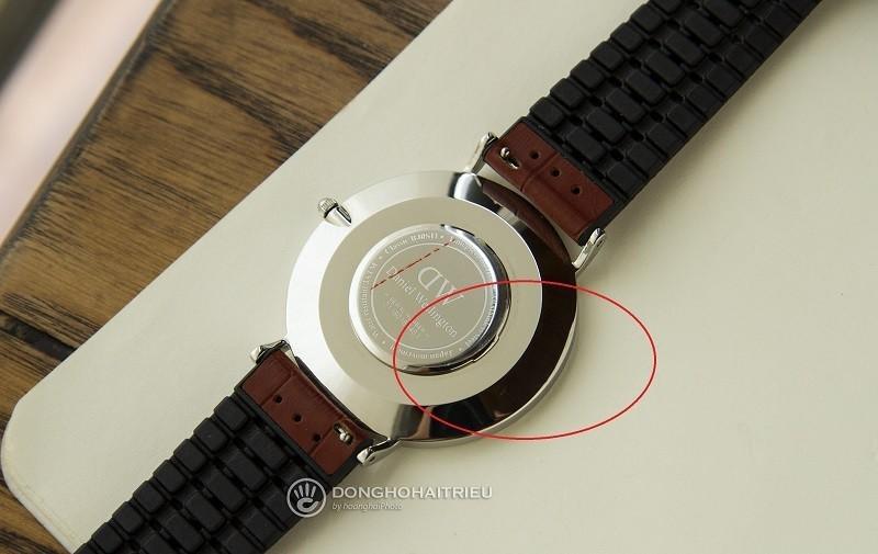 Phân biệt đồng hồ Daniel Wellington xách tay chính hãng dựa trên chất liệu thép không gỉ