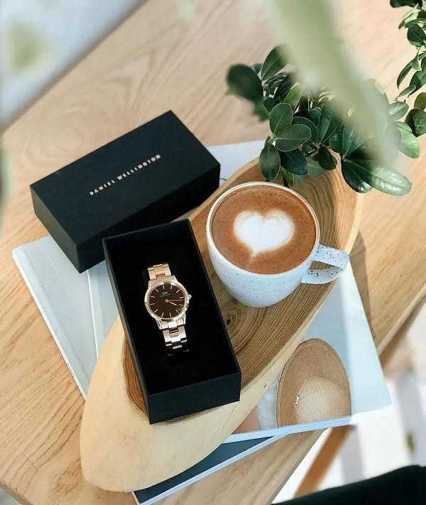 Nên chọn địa chỉ bán DW chính hãng thay vì đồng hồ DW xách tay