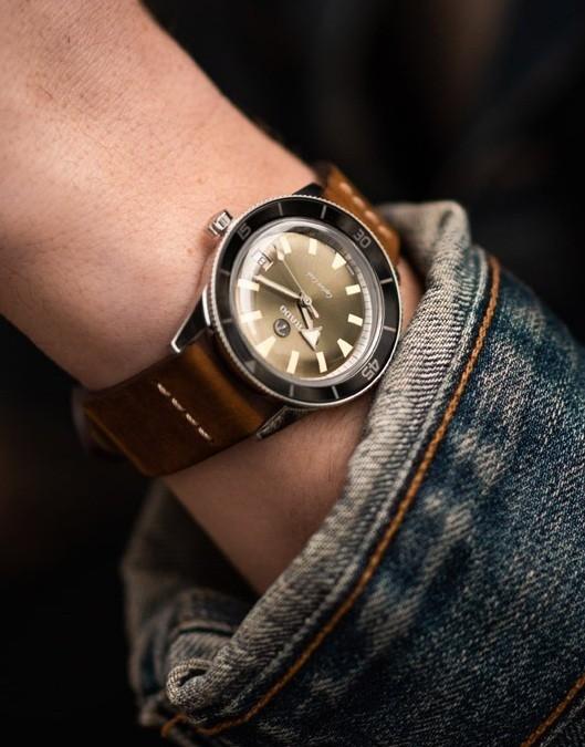 $2.940 là đáp án cho câu hỏi đồng hồ rado giá bao nhiêu đối với chiếc Rado Captain Hook