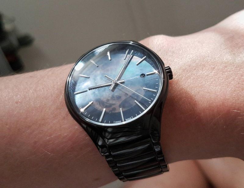 Đồng hồ Rado nam được thiết kế một cách sang trọng, bí ẩn với giá trị cao