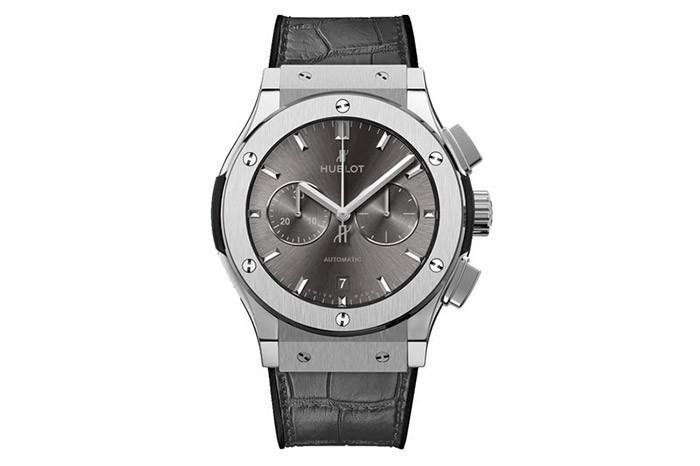 Đồng hồ Casio MTP-SW330L-1AV có thiết kế như đồng hồ Hublot