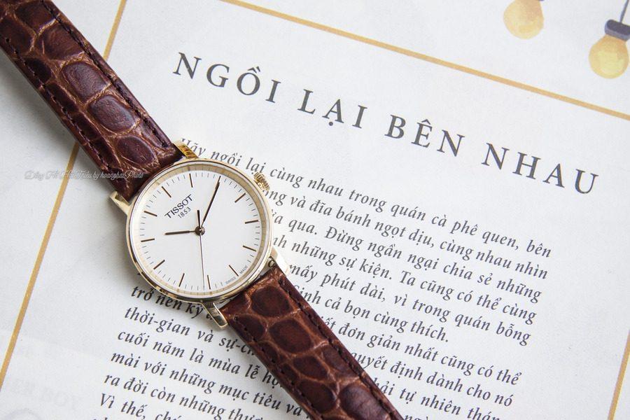 Đồng hồ Tissot giá rẻ được thiết kế theo phong cách của một chiếc đồng hồ cổ điển