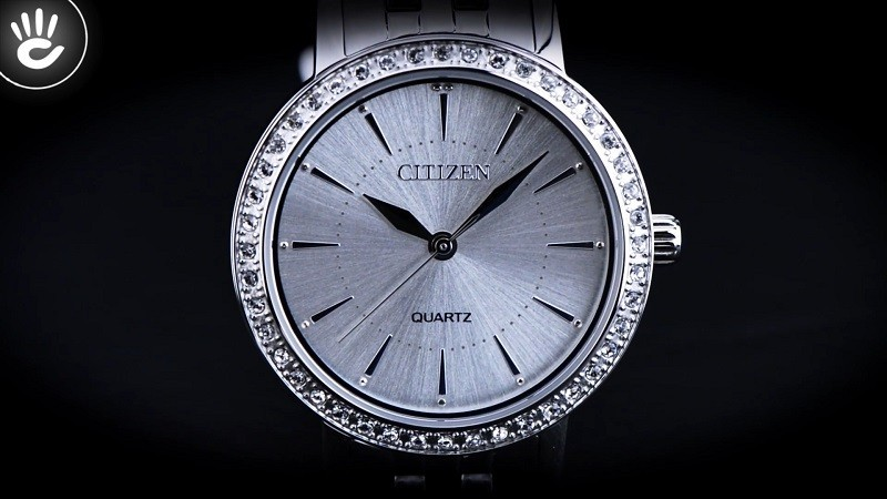 Đồng hồ Citizen EL3040-80A: Khung niềng đính đá sang trọng-2