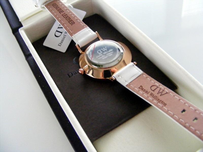 Đồng hồ Daniel Wellington DW00100250: Thiết kế siêu mỏng 6mm-4